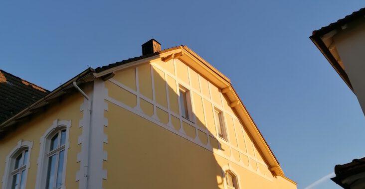 Haus in der Novembersonne